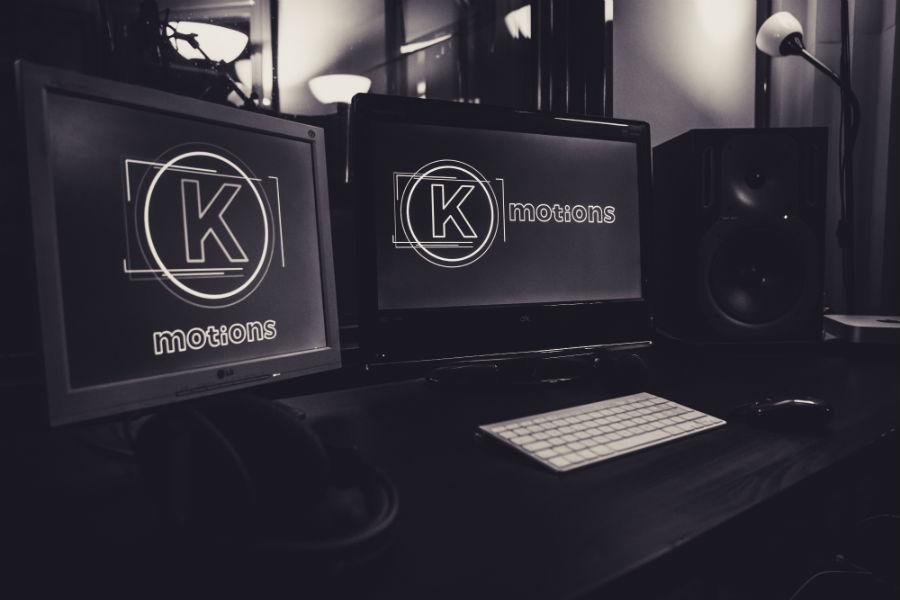 Schermi di computer con logo della casa di produzione audio video Keymotions