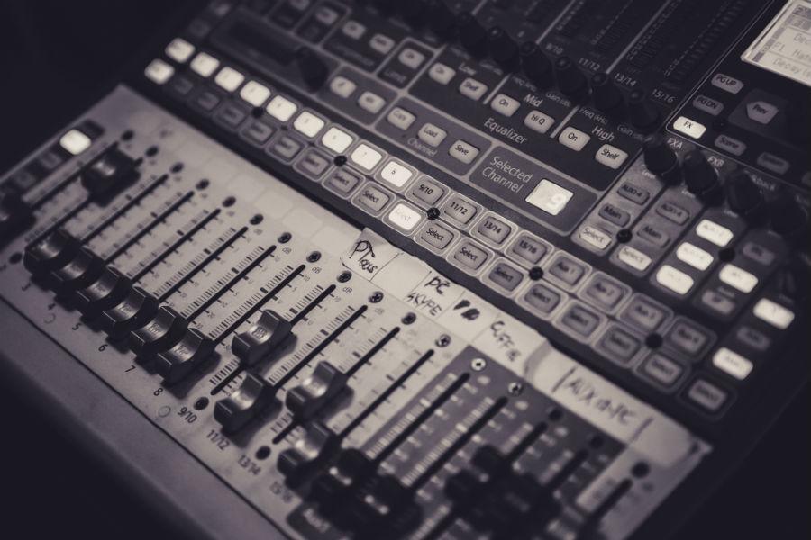 Mixer multitraccia in dotazione alla casa di produzione audio video Keymotions